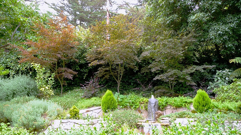 013-gallery-1-entry-fountain-2-meander